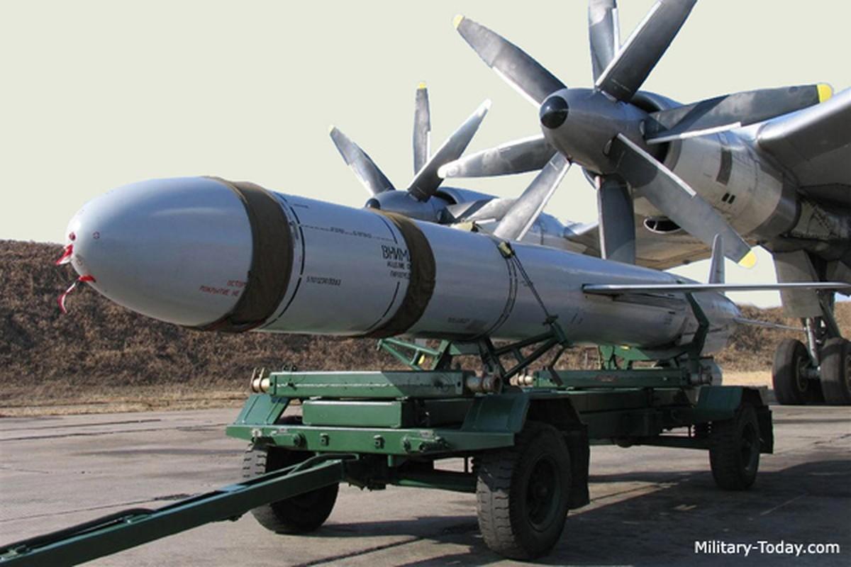 San bay Yemen bi tan cong boi ban sao cua ten lua Kh-55 Lien Xo-Hinh-9