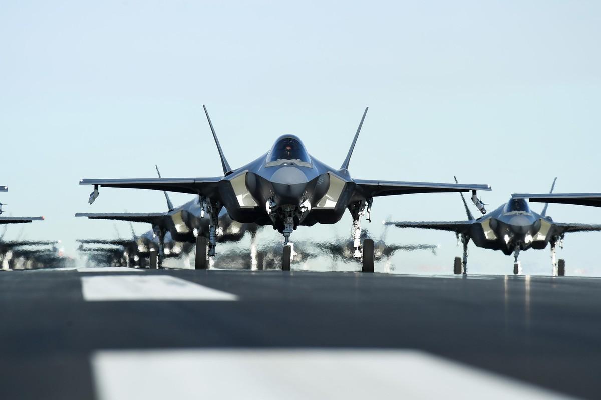 Bat ngo voi quoc gia vua bien che cung luc 30 tiem kich F-35-Hinh-2