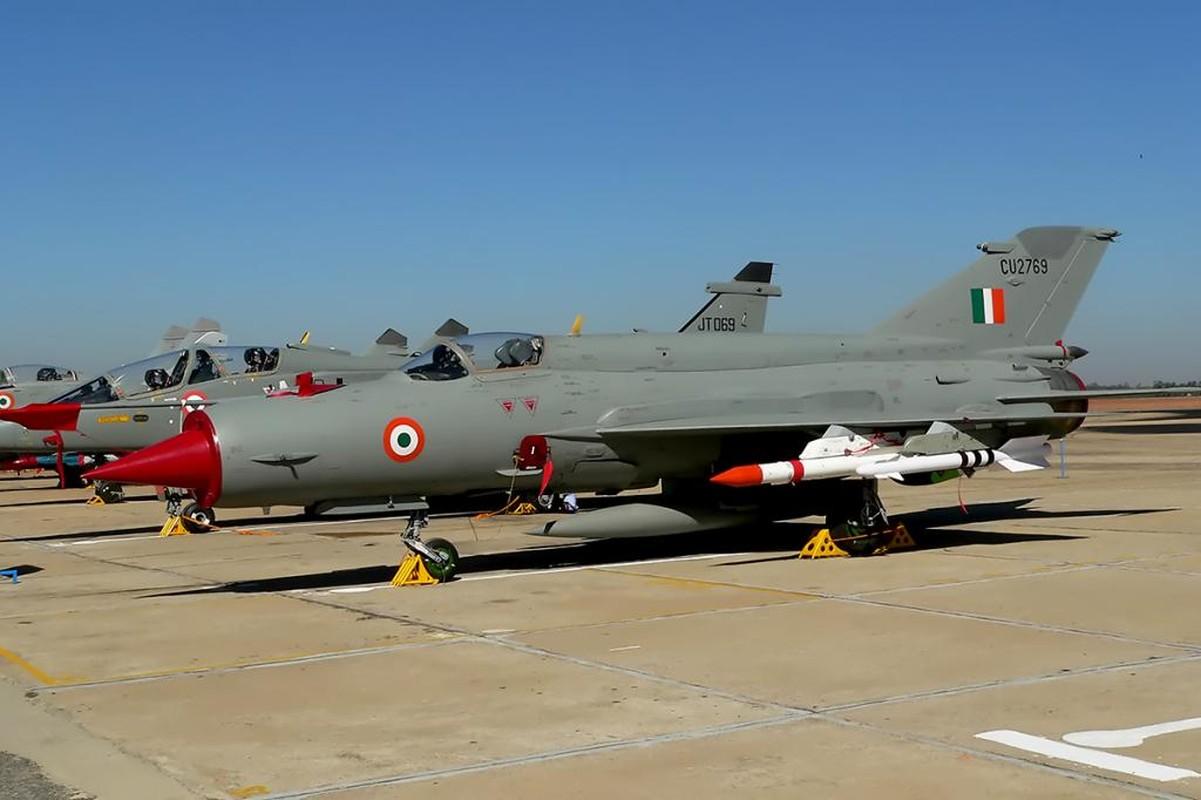 Bat ngo voi quoc gia vua mang 20 tiem kich MiG-21 ra ban dau gia-Hinh-2