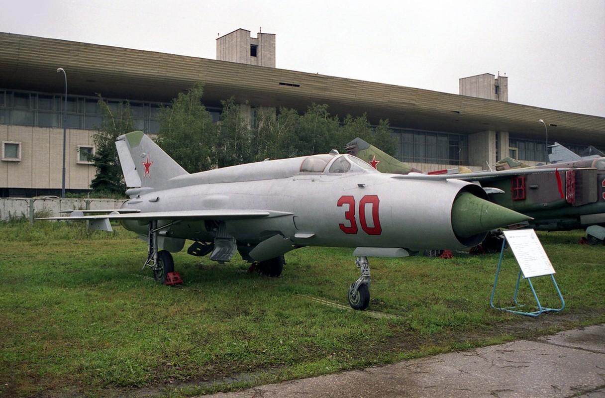 Bat ngo voi quoc gia vua mang 20 tiem kich MiG-21 ra ban dau gia-Hinh-7