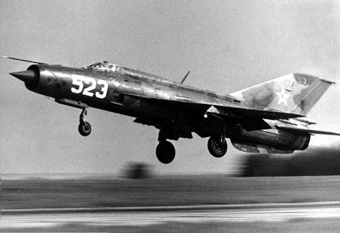 Bat ngo voi quoc gia vua mang 20 tiem kich MiG-21 ra ban dau gia-Hinh-8