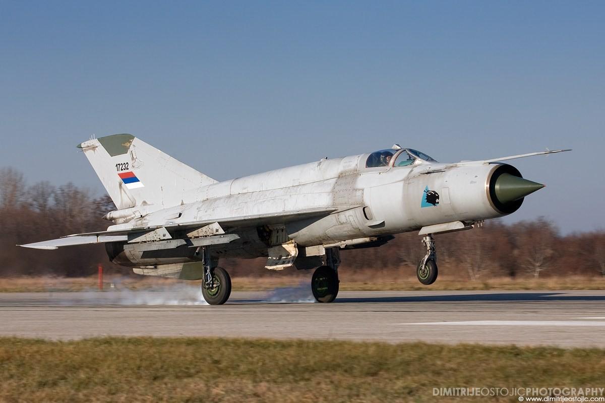 Bat ngo voi quoc gia vua mang 20 tiem kich MiG-21 ra ban dau gia