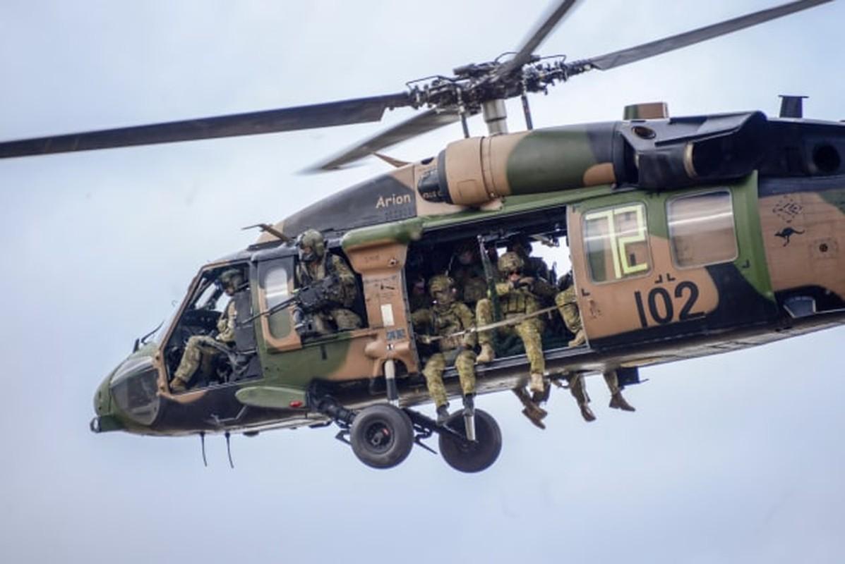 Soi chi tiet truc thang Black Hawk hang nang vua ra mat-Hinh-11