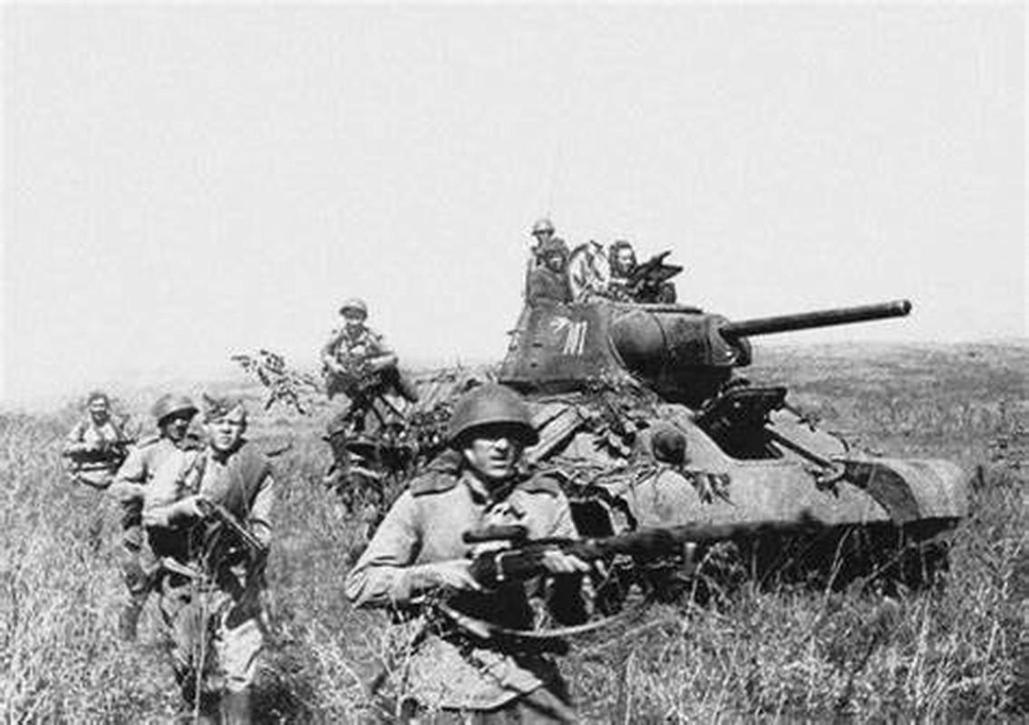Bi mat dang sau so luong xe tang T-34 nhieu vo ke cua Lien Xo-Hinh-10