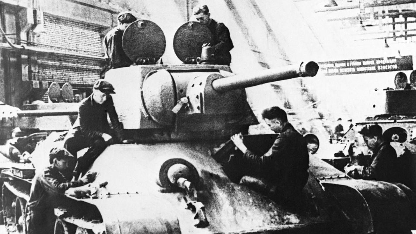 Bi mat dang sau so luong xe tang T-34 nhieu vo ke cua Lien Xo-Hinh-2