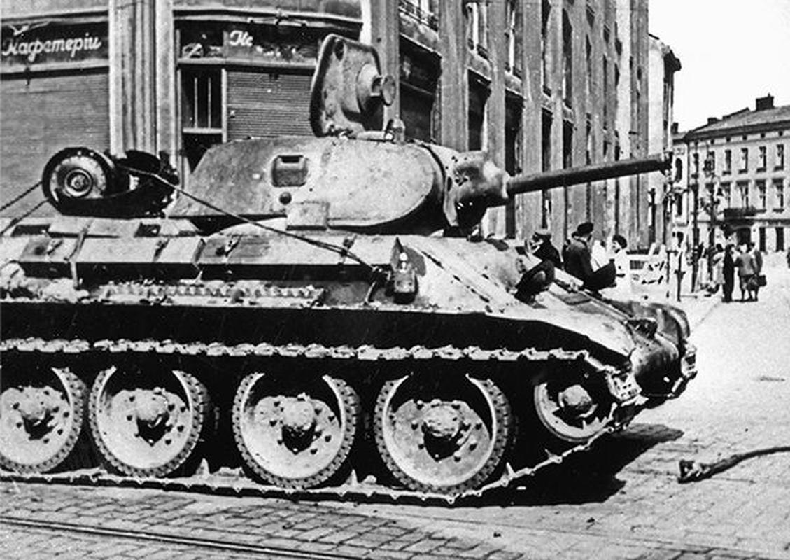 Bi mat dang sau so luong xe tang T-34 nhieu vo ke cua Lien Xo