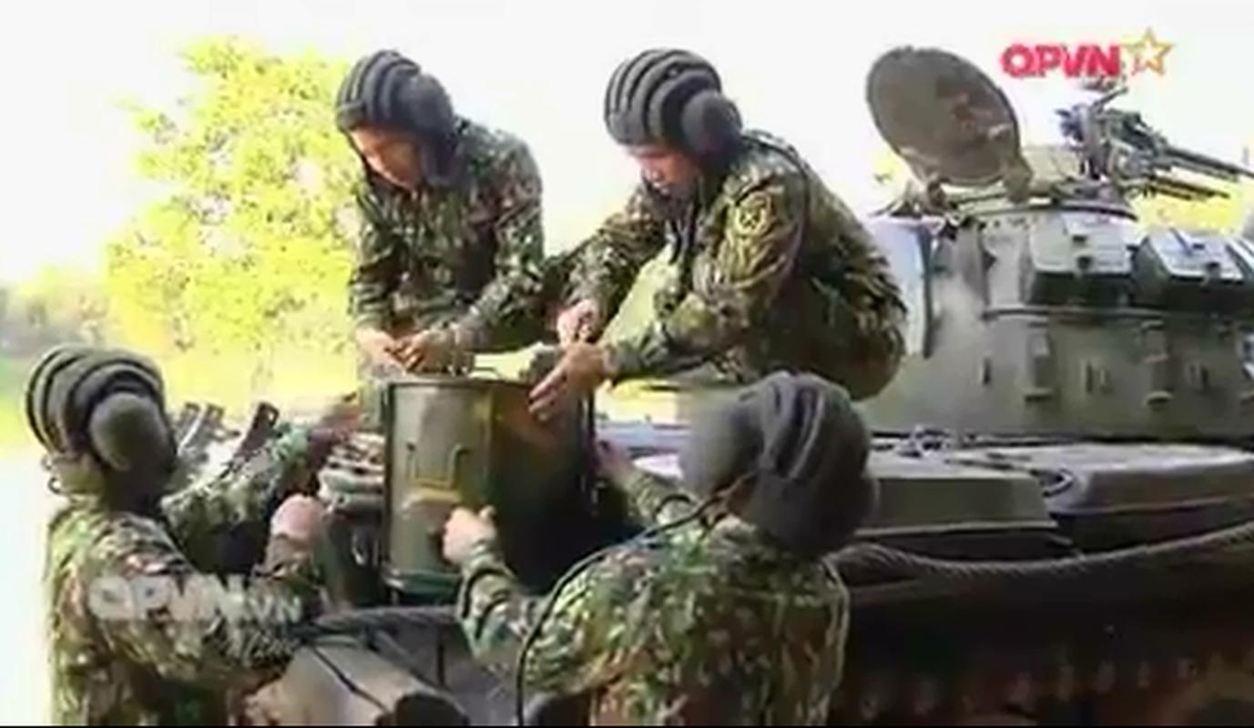"""Xem linh xe tang Viet Nam """"nau lau"""" ngay tren T-55-Hinh-5"""