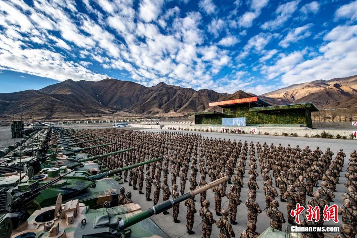 Mo dau 2021: Quan doi Trung Quoc tap tran ram ro o Tay Tang