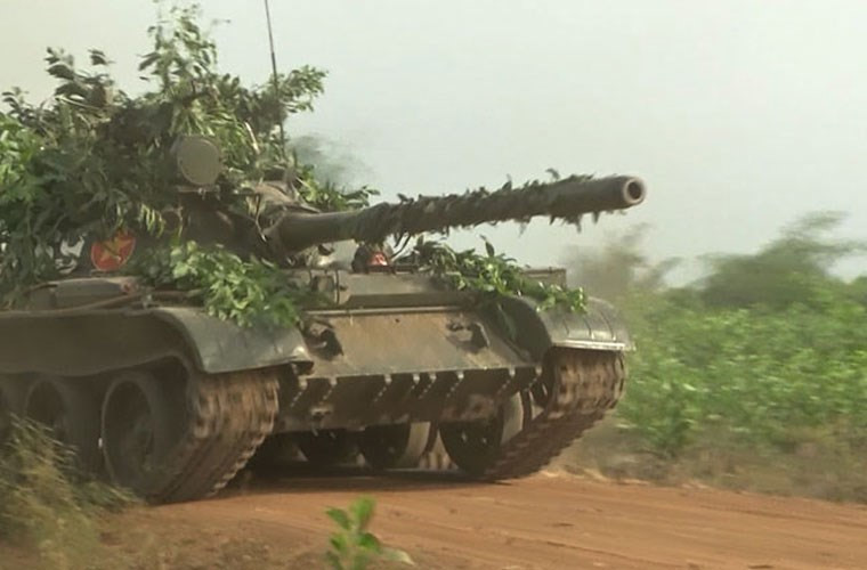 Xe tang T-55 Viet Nam can them gi de co the phong duoc ten lua?