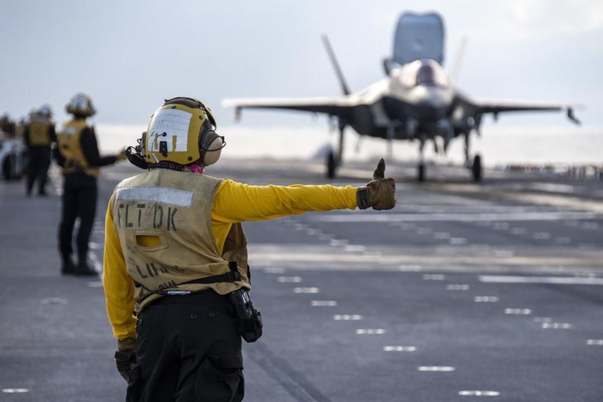 Tau do bo tan cong My cung tiem kich F-35B dien tap o bien Philippines-Hinh-5