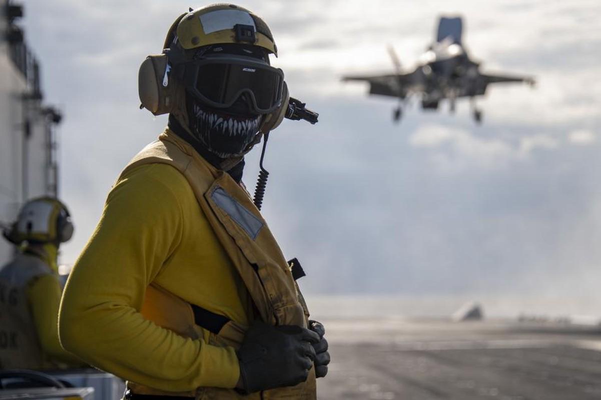 Tau do bo tan cong My cung tiem kich F-35B dien tap o bien Philippines-Hinh-6