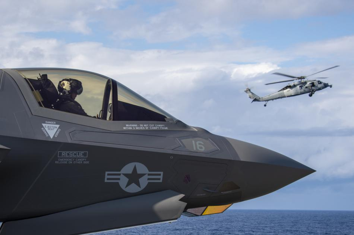 Tau do bo tan cong My cung tiem kich F-35B dien tap o bien Philippines-Hinh-8