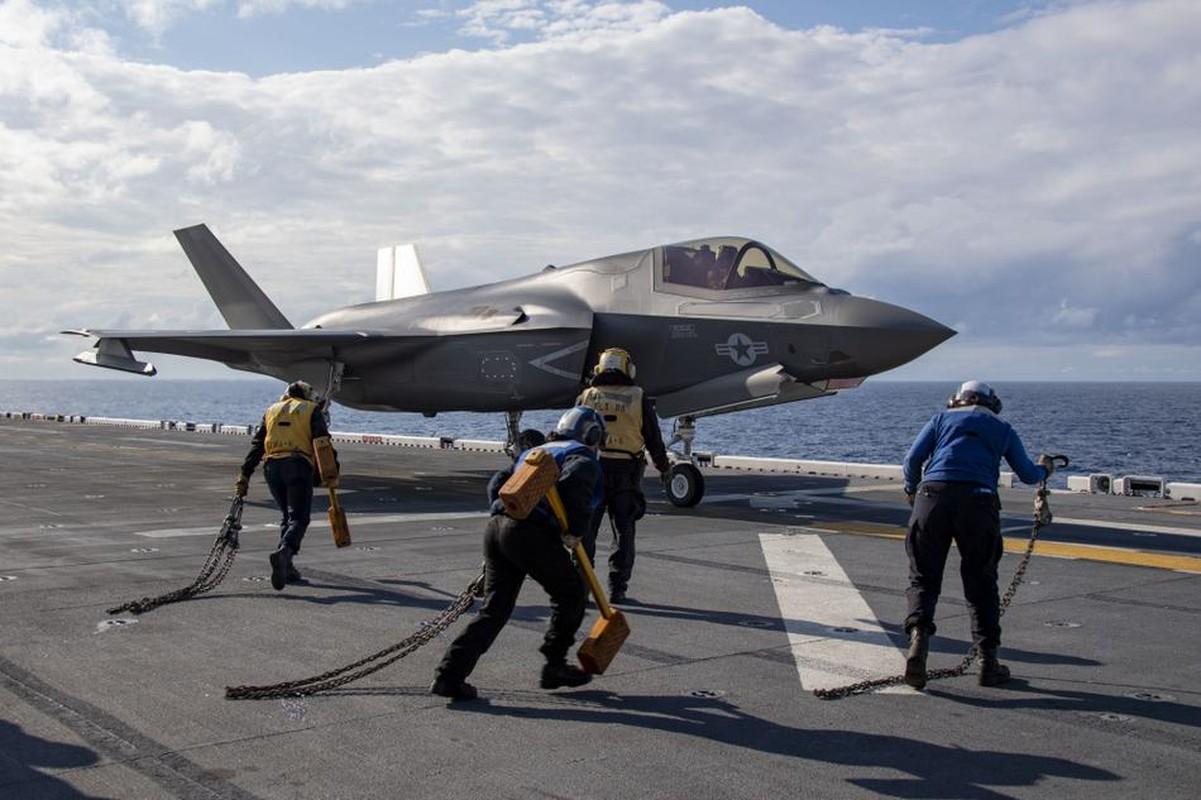 Tau do bo tan cong My cung tiem kich F-35B dien tap o bien Philippines-Hinh-9