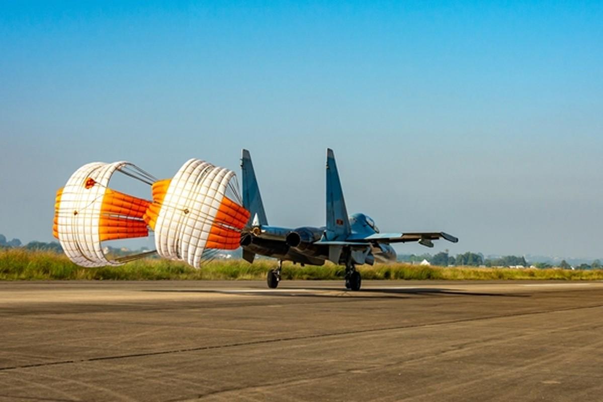 Hinh anh hiem tiem kich Su-30MK2 cua Viet Nam vuot buc tuong am thanh-Hinh-10