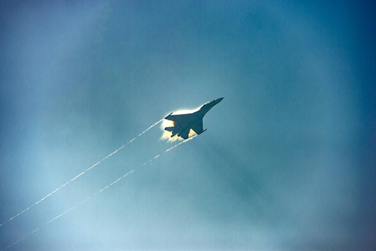 Hinh anh hiem tiem kich Su-30MK2 cua Viet Nam vuot buc tuong am thanh-Hinh-8