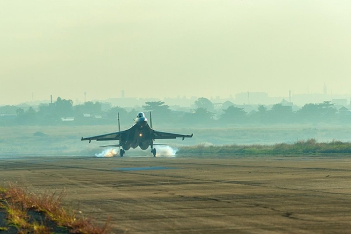 Hinh anh hiem tiem kich Su-30MK2 cua Viet Nam vuot buc tuong am thanh-Hinh-9