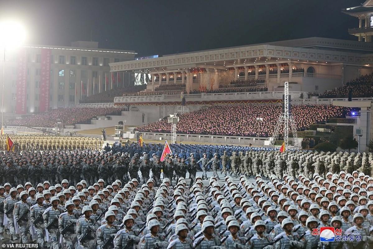 Quan doi Trieu Tien bat ngo tien hanh duyet binh trong dem-Hinh-10