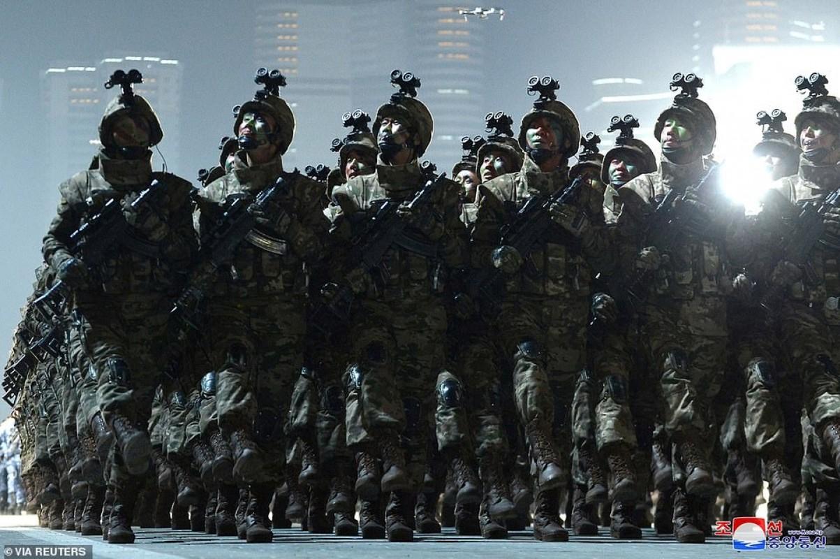 Quan doi Trieu Tien bat ngo tien hanh duyet binh trong dem-Hinh-12