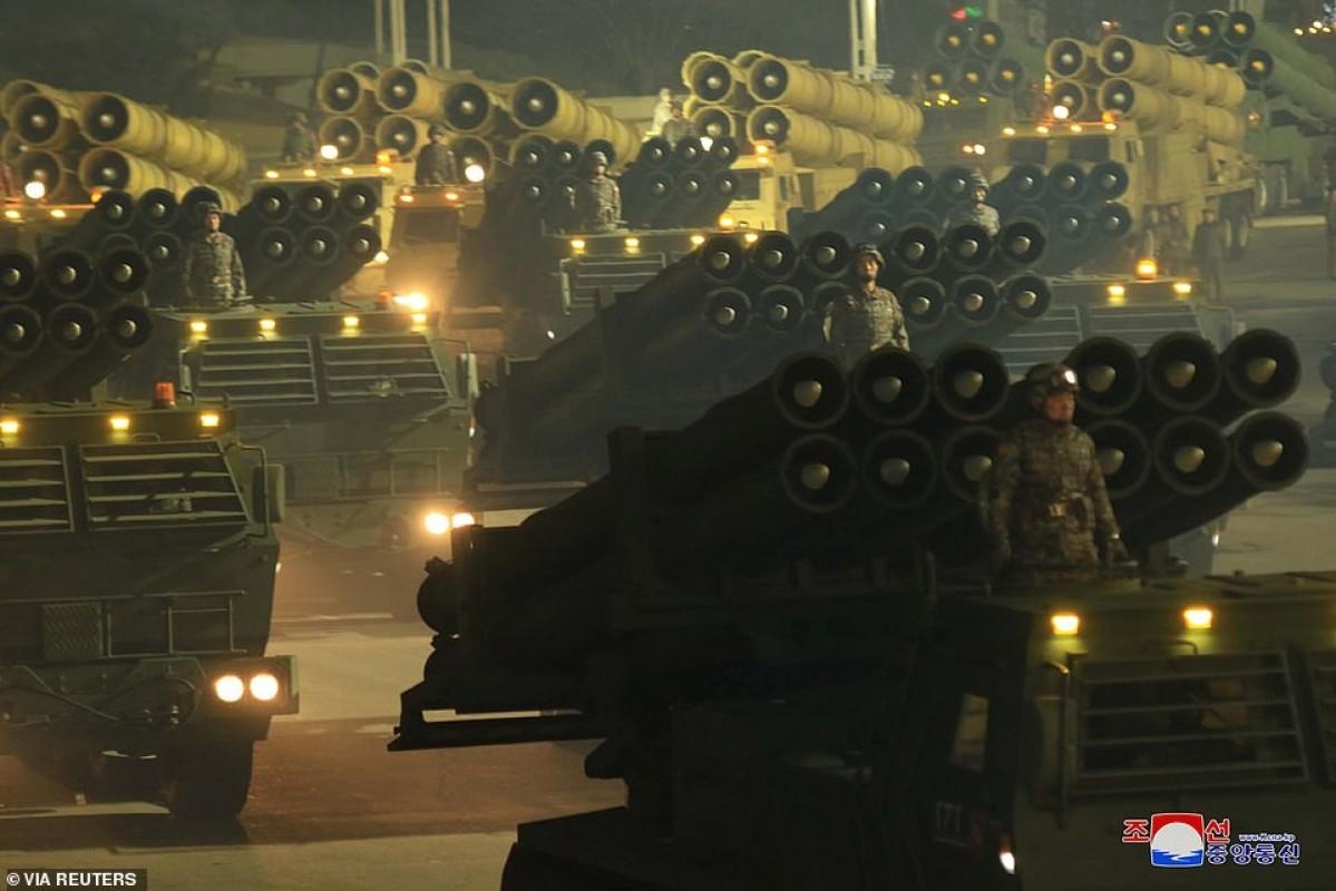 Quan doi Trieu Tien bat ngo tien hanh duyet binh trong dem-Hinh-13