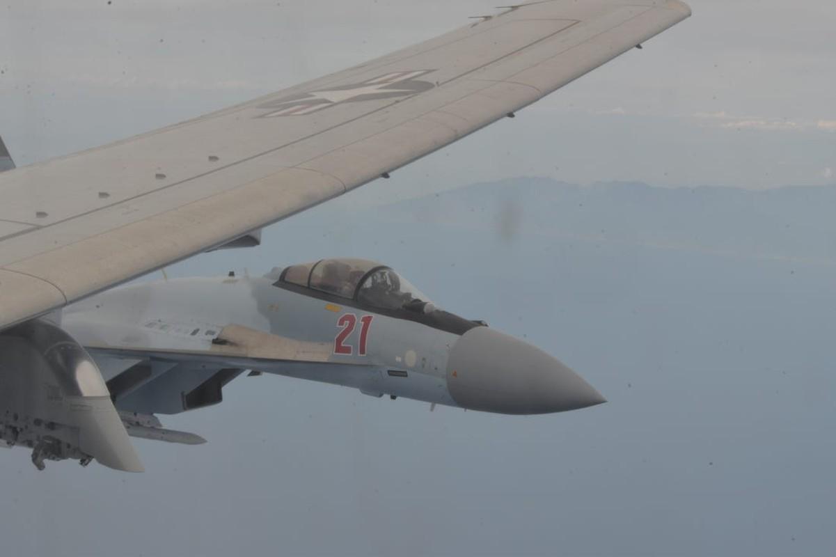 Su-35 cua Nga bay lon nguoc,