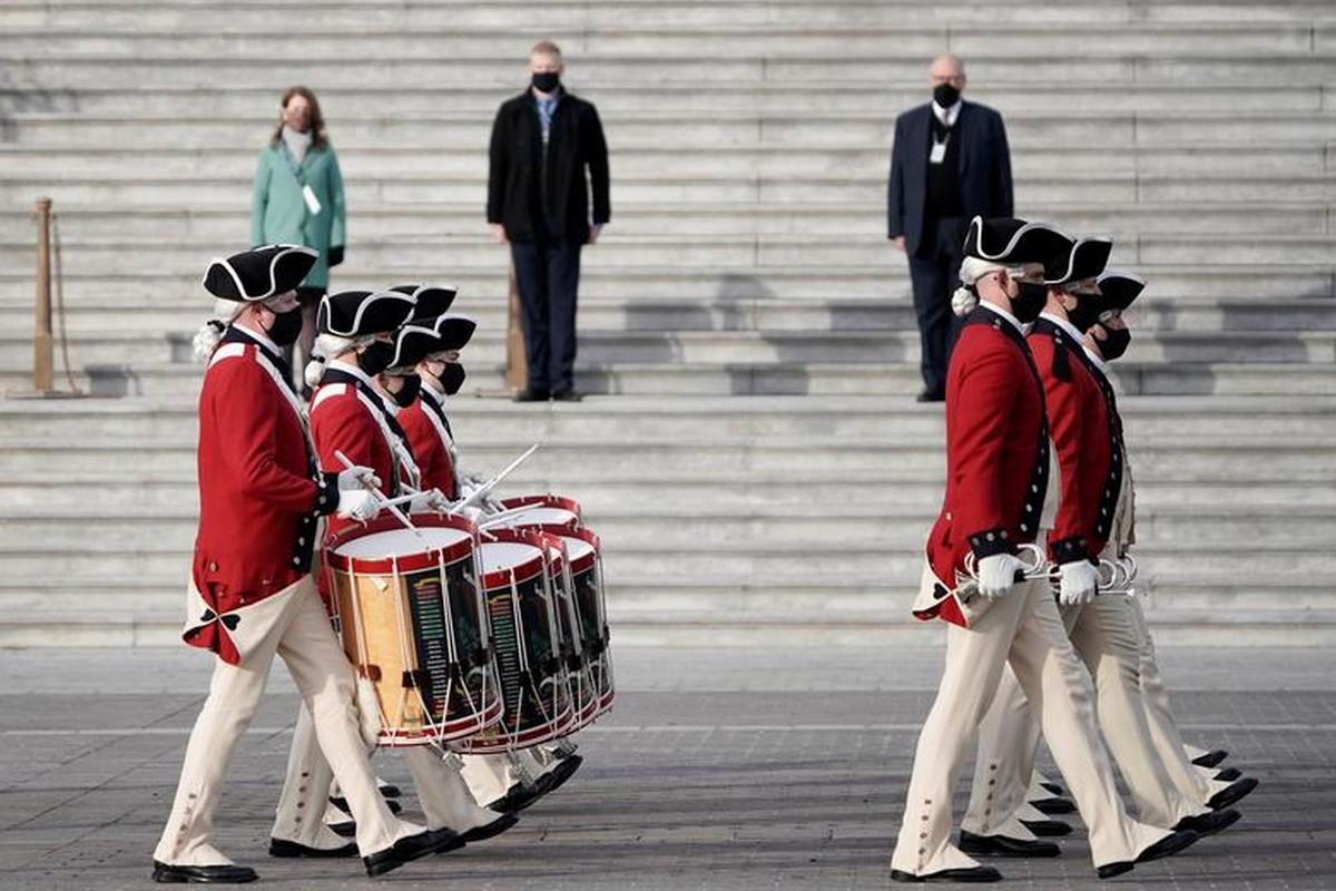 My dien tap le nham chuc cua Joe Biden ngay khi Doi Capitol con chua sua xong-Hinh-10