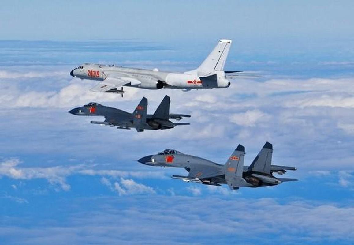 Hang loat may bay Trung Quoc ap sat Dai Loan-Hinh-2