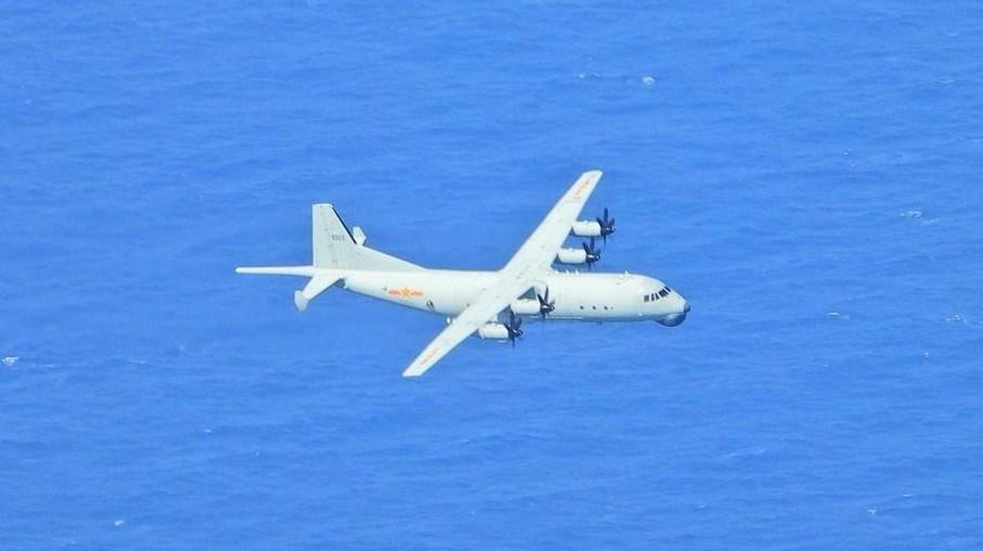 Hang loat may bay Trung Quoc ap sat Dai Loan-Hinh-5