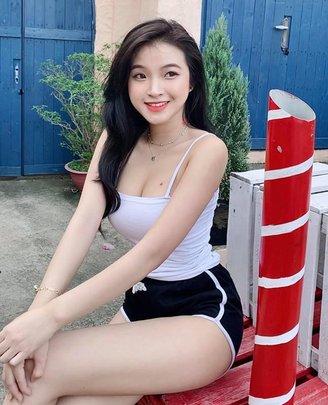 Anh doi thuong goi cam cua nu sinh noi tieng vi mac ao dai qua dep-Hinh-8