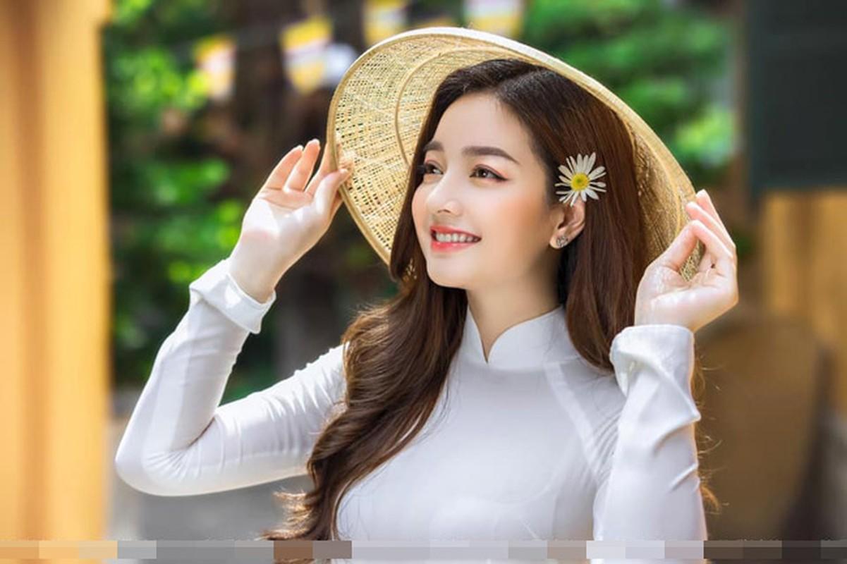 Anh bikini nong bong cua co gai mac ao dai dep nhu Mai Phuong Thuy-Hinh-3