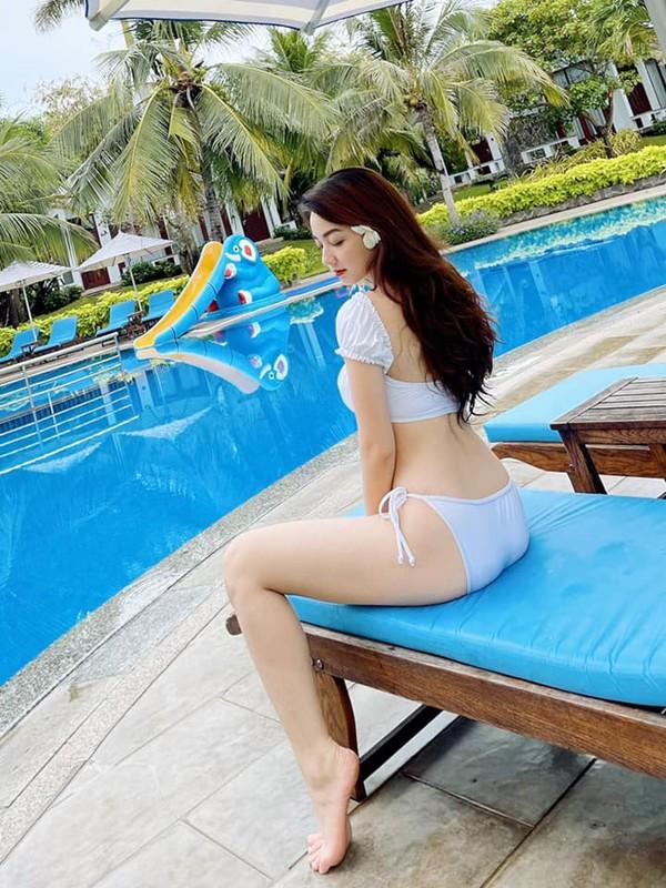 Anh bikini nong bong cua co gai mac ao dai dep nhu Mai Phuong Thuy-Hinh-5