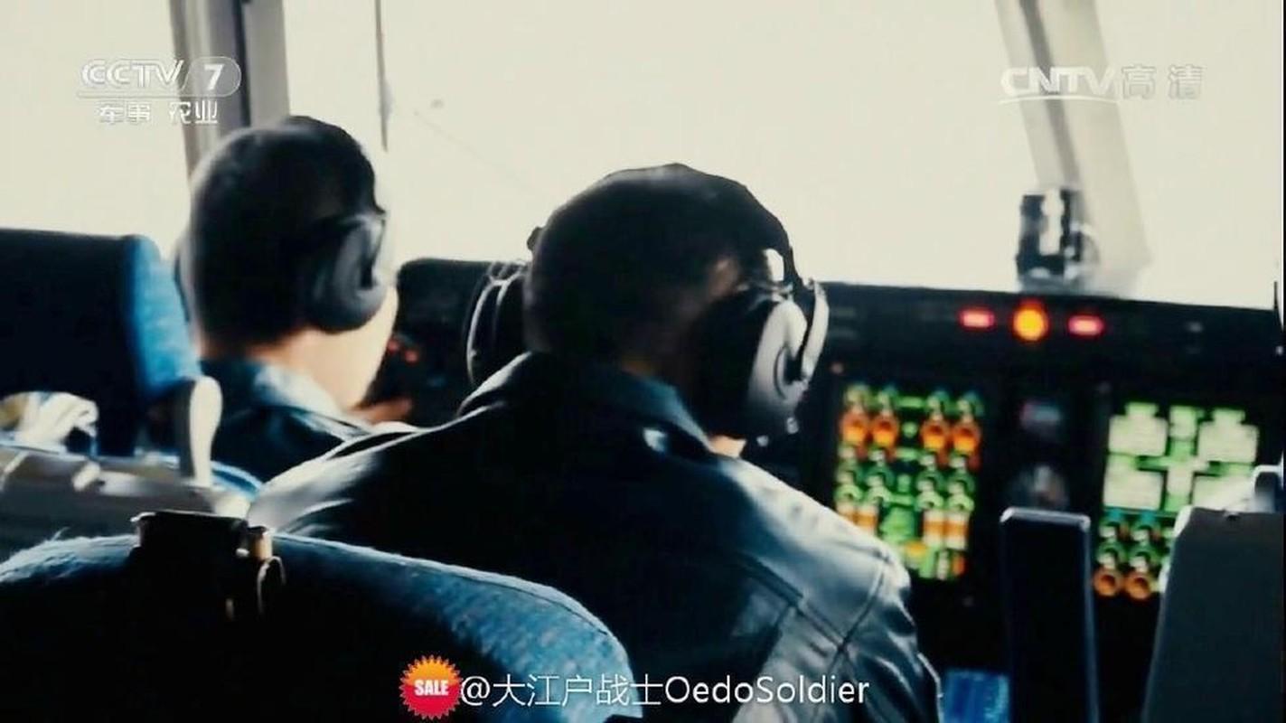 Ben trong khoang lai sieu hien dai cua may bay canh bao som KJ-500-Hinh-5