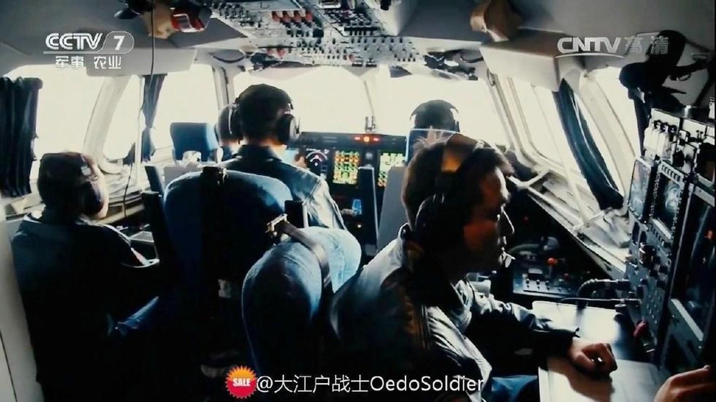 Ben trong khoang lai sieu hien dai cua may bay canh bao som KJ-500-Hinh-6