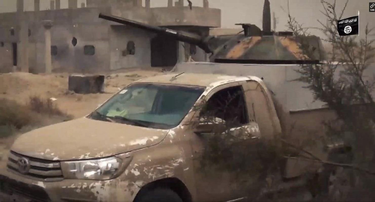 Chien truong Syria: Gan thap phao BMP-1 gan tren thung xe ban tai-Hinh-11