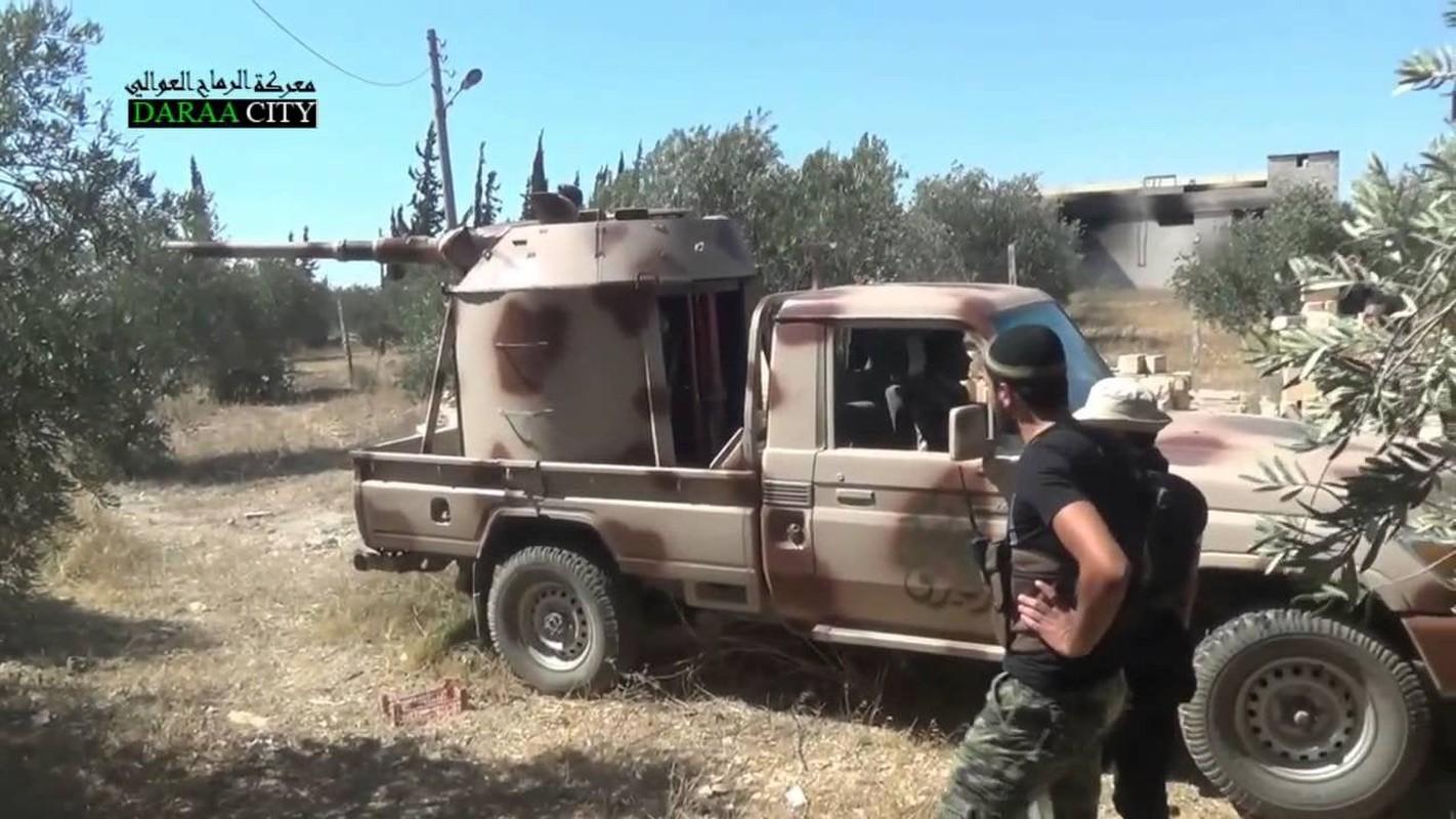 Chien truong Syria: Gan thap phao BMP-1 gan tren thung xe ban tai-Hinh-4