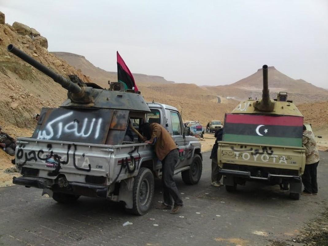 Chien truong Syria: Gan thap phao BMP-1 gan tren thung xe ban tai-Hinh-7