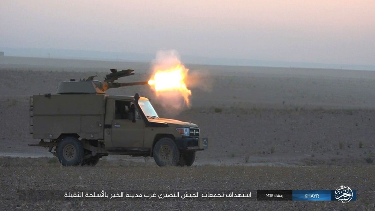 Chien truong Syria: Gan thap phao BMP-1 gan tren thung xe ban tai-Hinh-8
