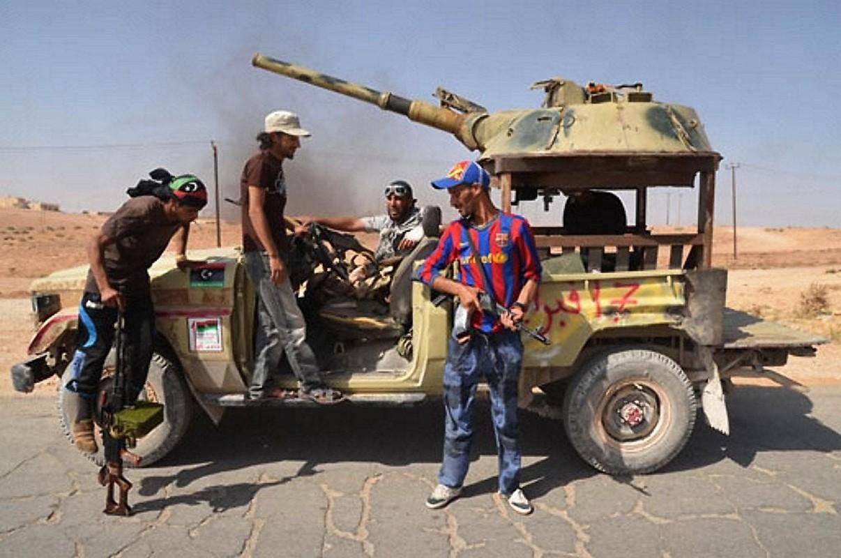 Chien truong Syria: Gan thap phao BMP-1 gan tren thung xe ban tai-Hinh-9