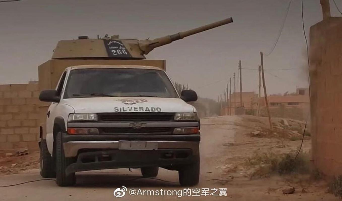 Chien truong Syria: Gan thap phao BMP-1 gan tren thung xe ban tai