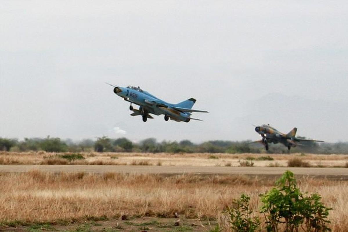 Man nhan voi bien doi bon chiec tiem kich - bom Su-22 Viet Nam-Hinh-13