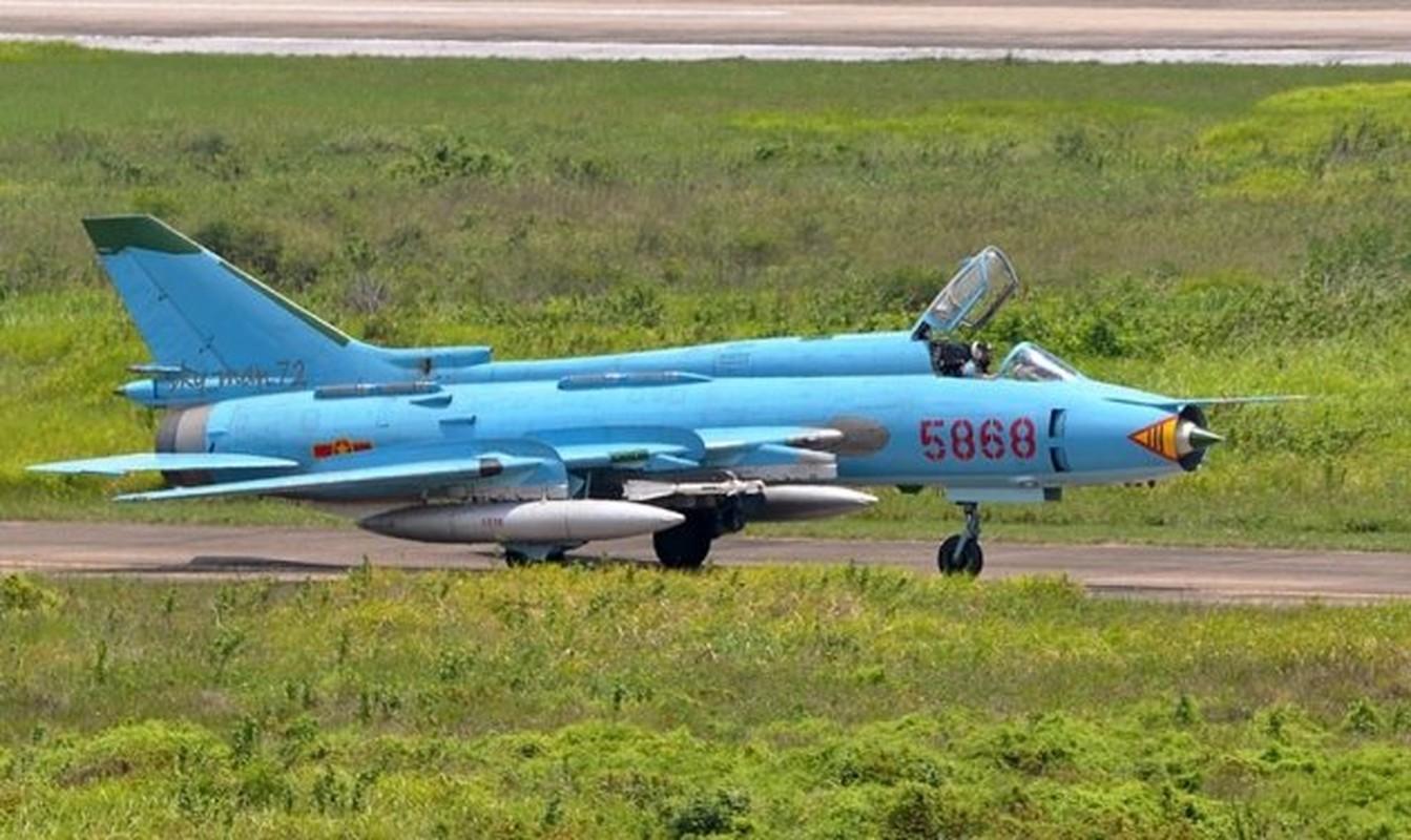 Man nhan voi bien doi bon chiec tiem kich - bom Su-22 Viet Nam-Hinh-7