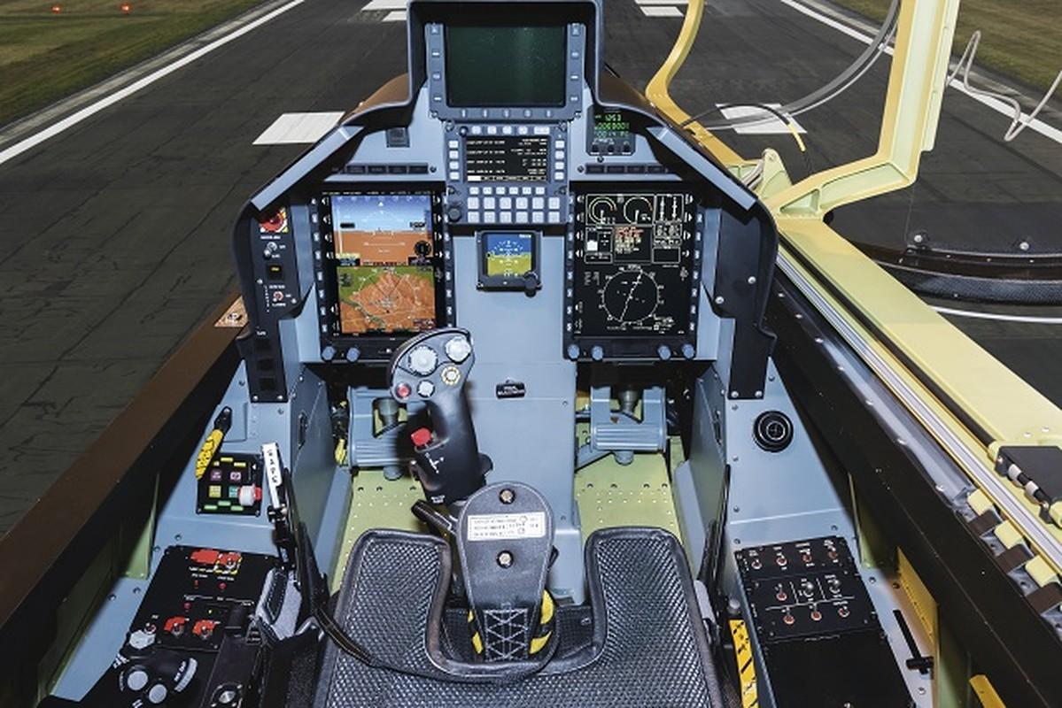 May bay huan luyen L-39NG: Soi khoang lai xin va suc manh chien dau-Hinh-2