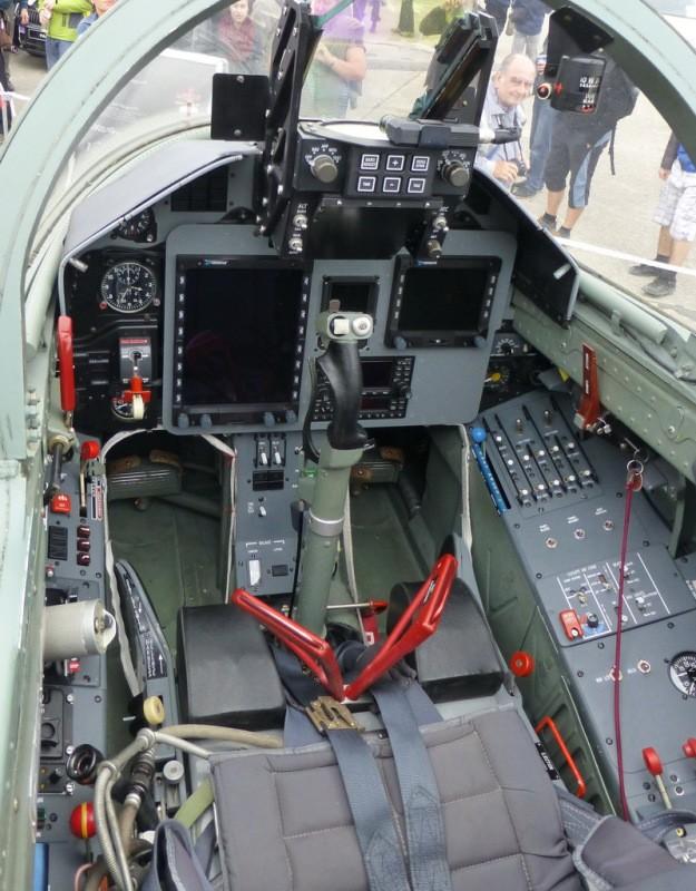 May bay huan luyen L-39NG: Soi khoang lai xin va suc manh chien dau-Hinh-3