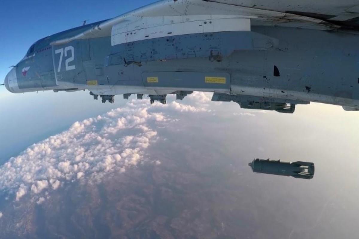 Khong quan Nga tiep tuc doi bao lua xuong dau khung bo o Syria