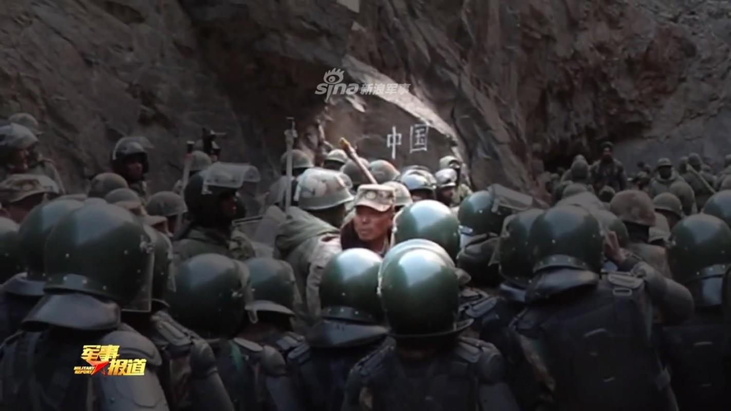 CCTV tung clip linh Trung Quoc dau tay doi voi An Do o bien gioi-Hinh-11