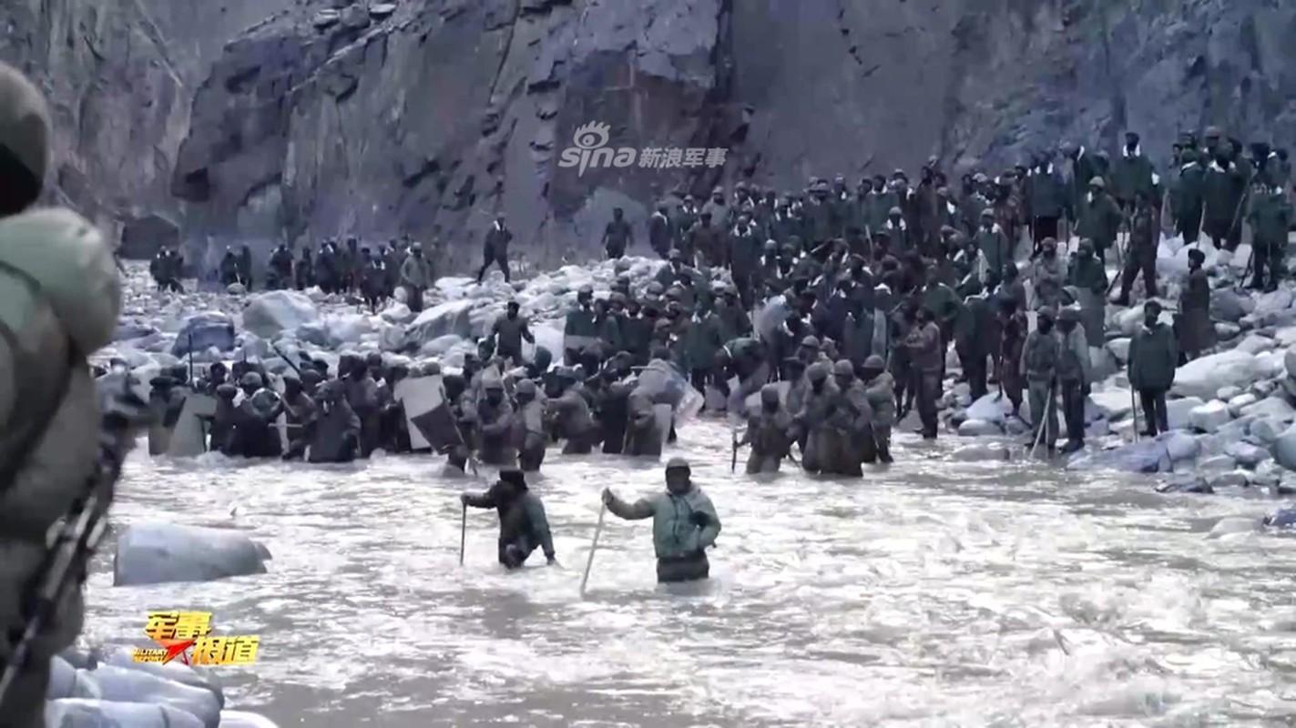 CCTV tung clip linh Trung Quoc dau tay doi voi An Do o bien gioi
