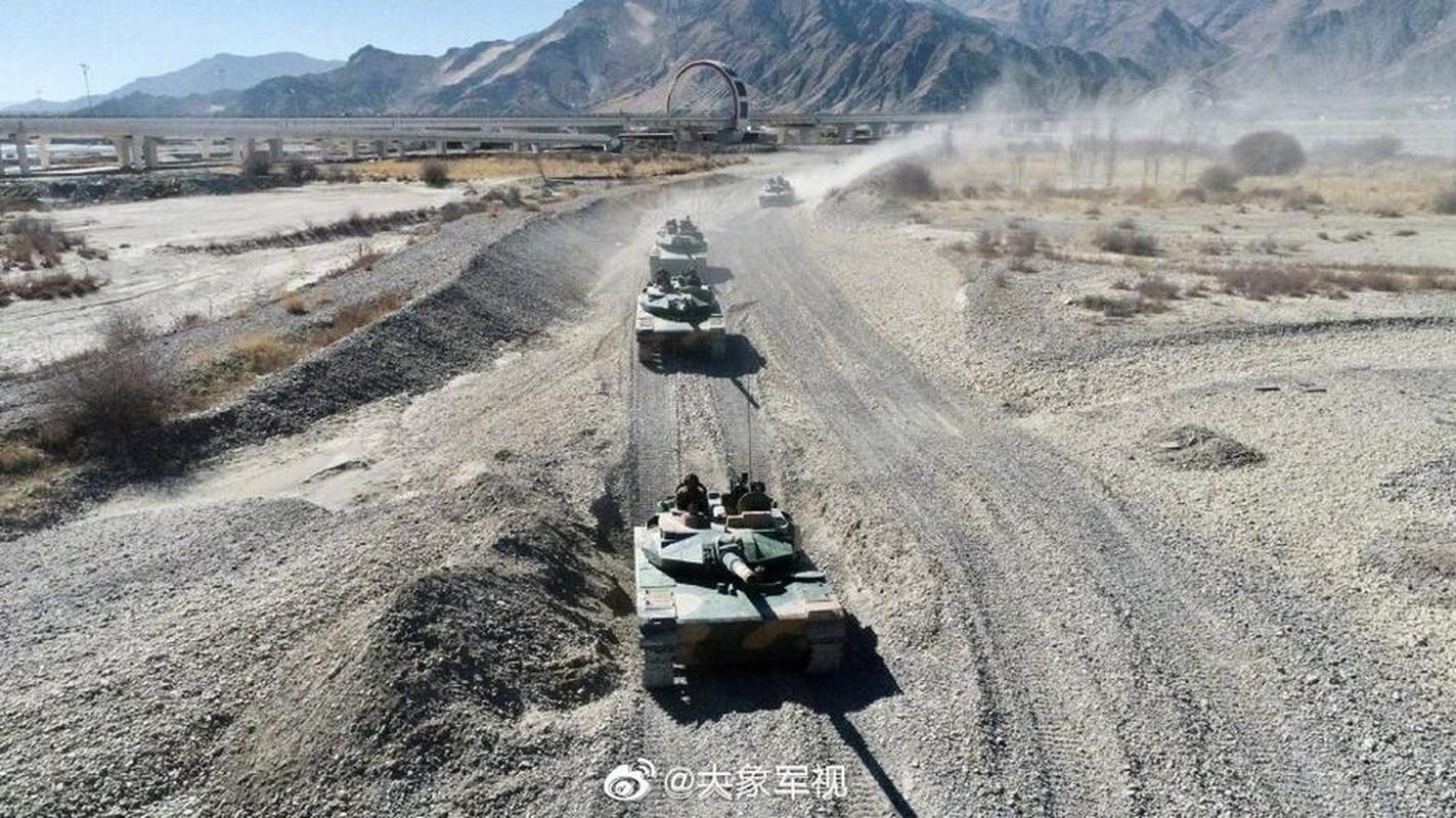 Xe tang T-15 cua Trung Quoc leo nui cuc khoe, An Do hay coi chung!-Hinh-2