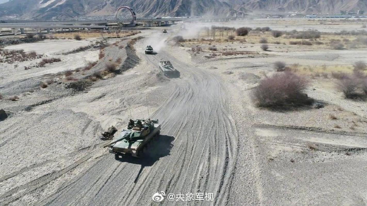 Xe tang T-15 cua Trung Quoc leo nui cuc khoe, An Do hay coi chung!-Hinh-6