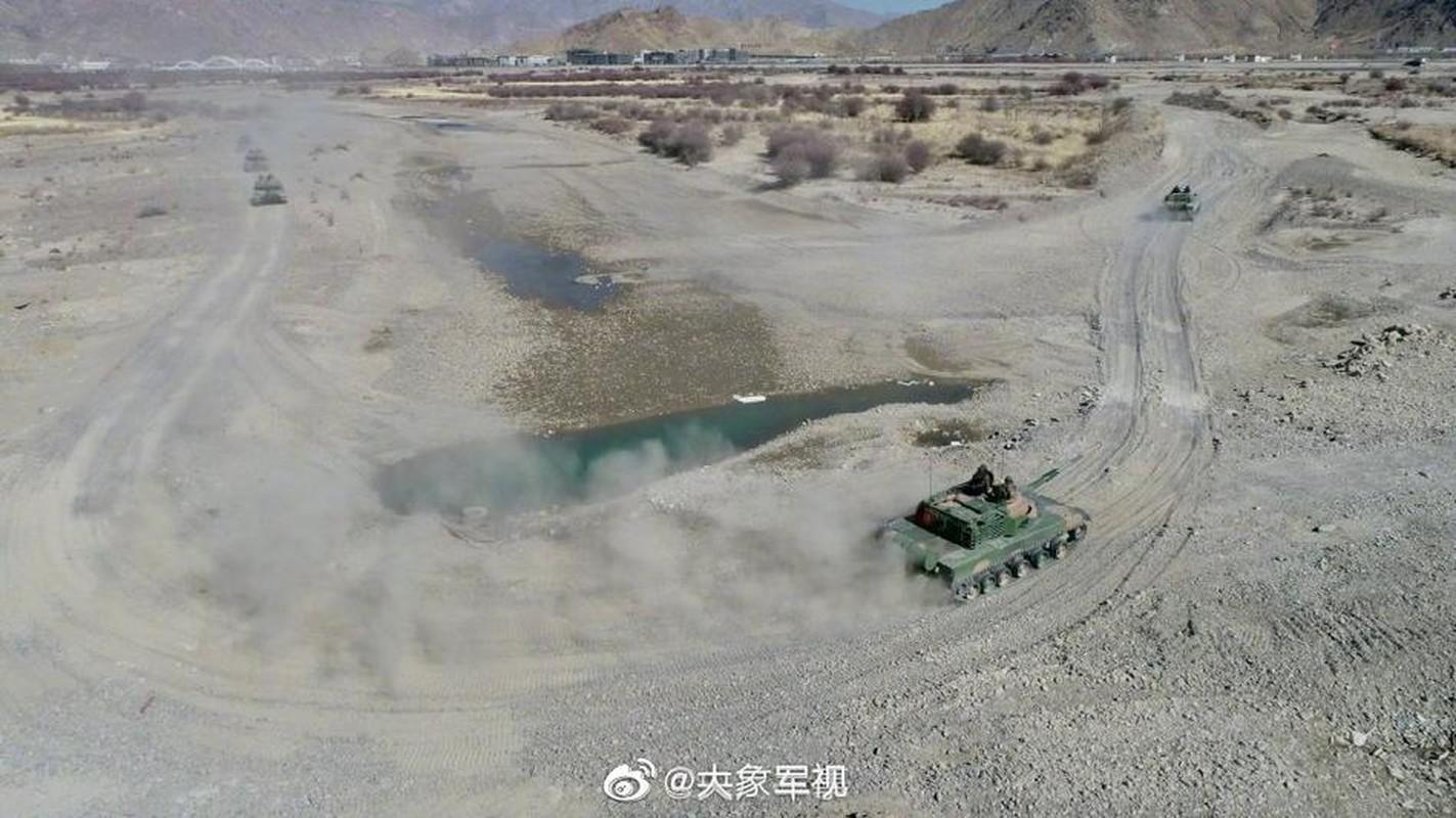 Xe tang T-15 cua Trung Quoc leo nui cuc khoe, An Do hay coi chung!-Hinh-7