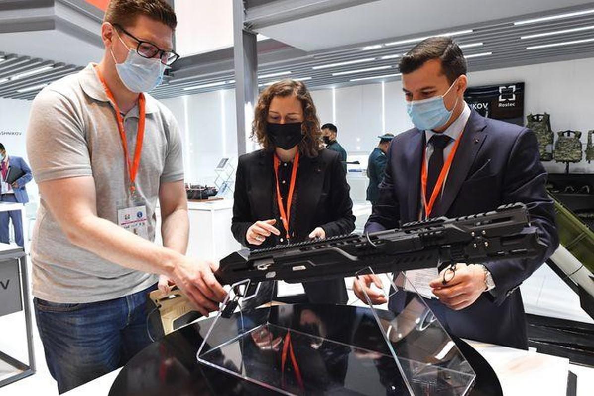 Trien lam IDEX 2021: Vu khi Nga lam khuynh dao khach tham quan-Hinh-6