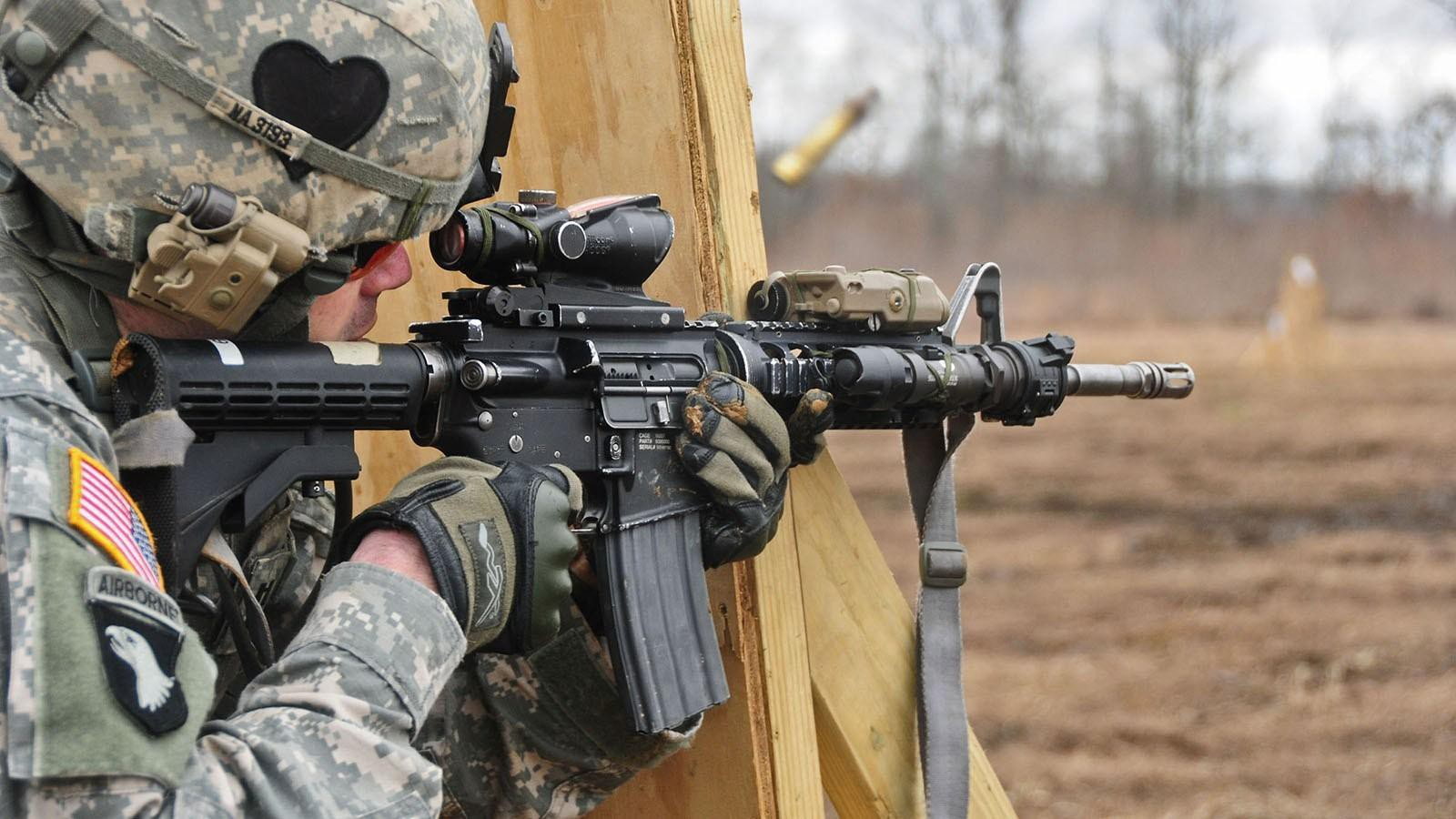 Khau sung dong nhat trong Quan doi My, sanh ngang AK-74 cua Nga-Hinh-4